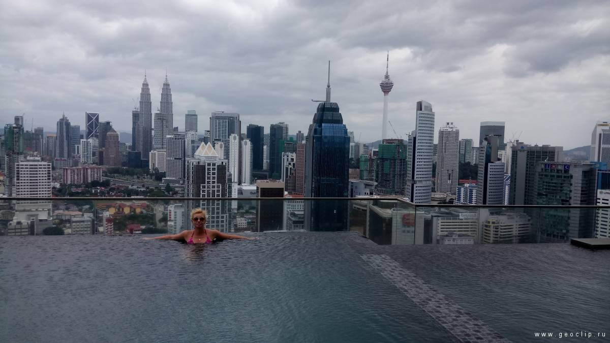 бассейн на крыше в Апартаменты BEST KL City View at Regalia Residence