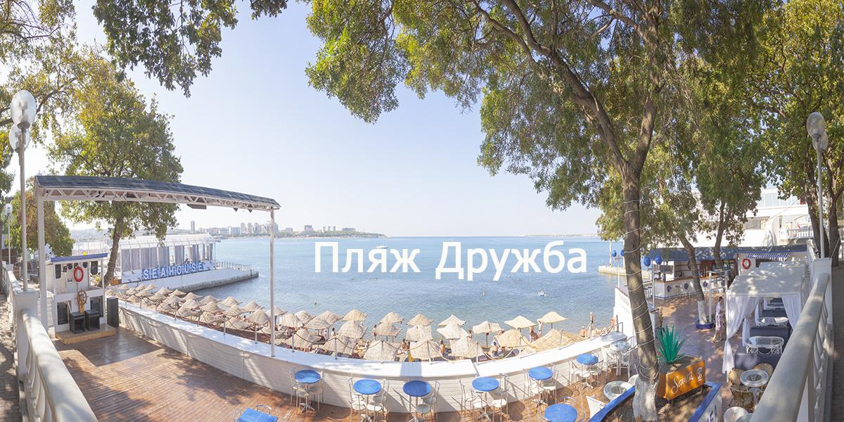 Центральная набережная Геленджика - галечный пляж Дружба