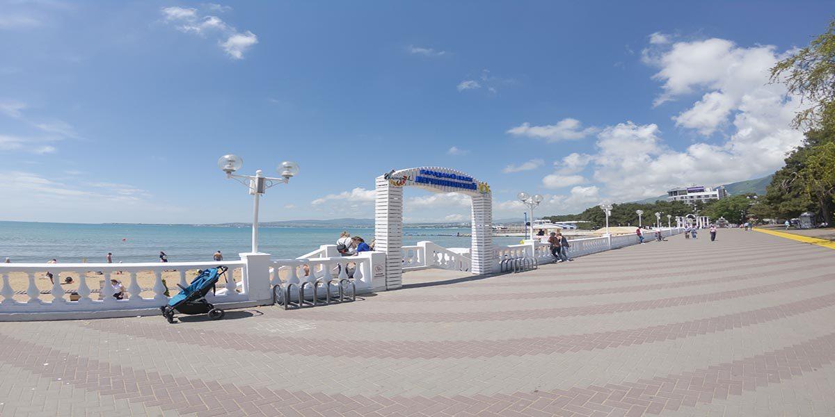 Городской песчаный пляж Лермонтовский