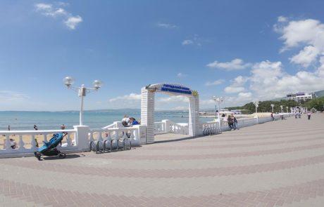 Городской песчаный пляж в Геленджике