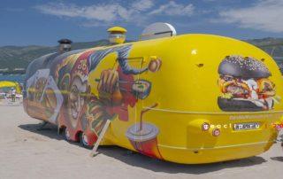 Песчаный пляж 2к19 в Геленджике - фастфуд JB