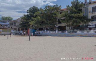 Песчаный пляж 2к19 в Геленджике - волейбольная площадка