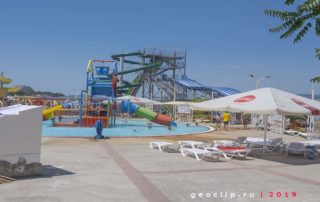 """Аквапарк """"Дельфин"""" рядом с пляжем"""