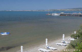 Галечный пляж в районе микрорайона Магнолия