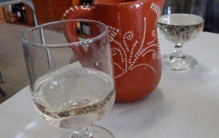 Кафе Grupo Desportivo Infante D. Henrique - домашнее зеленое вино