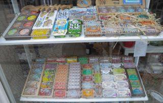 Город Авейру - рыбные консервы в магазине
