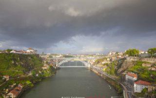 Порто - река Дуэро - вид на мост Понти ди Дон Луиш I