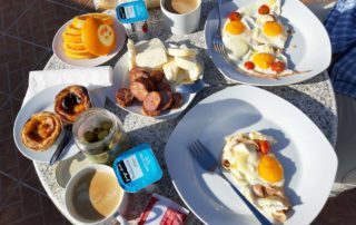Гостиница Peacock-House Evora - завтрак на веранде