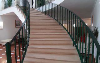 Baluarte da Vila Apartments - лестница на 2-й этаж