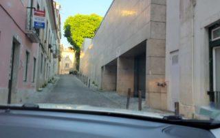 Въезд на подземную парковку в Cosy Studio Apartment