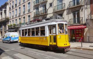 Трамвай на площади Praça Luís de Camões