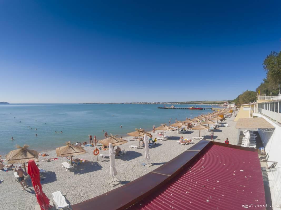 Галечный пляж пансионата Лазуревый Берег