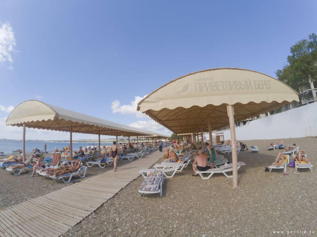 Галечный пляж пансионата «Приветливый берег»
