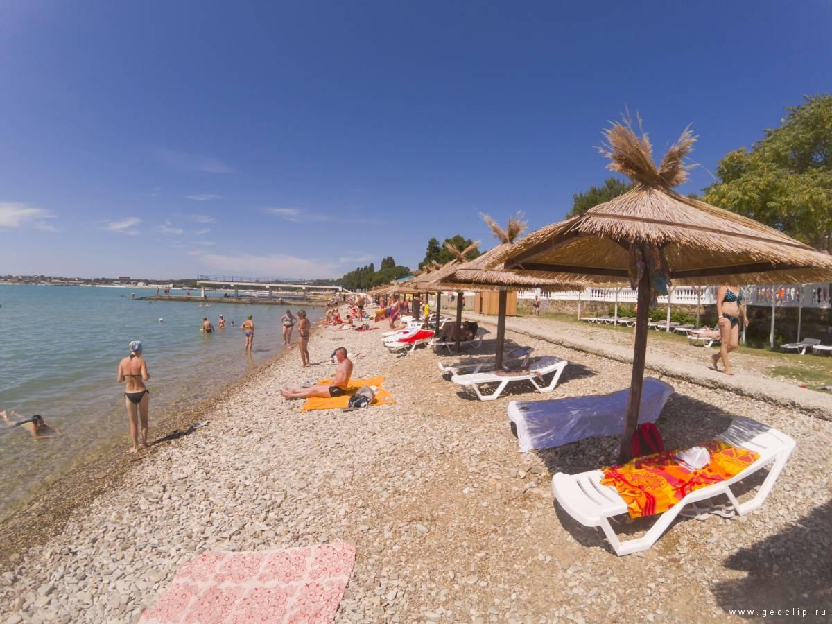 Галечный пляж дома отдыха Строитель