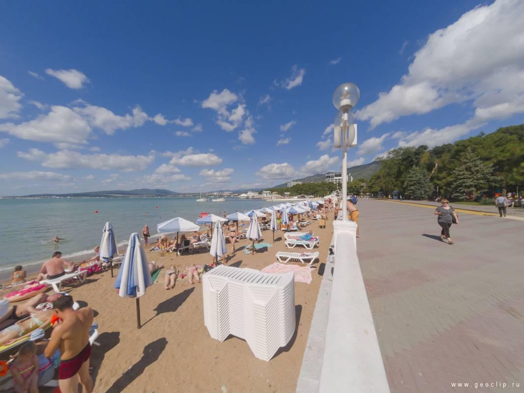 Песчаный городской пляж Лермонтовский