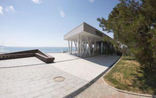 Набережная у пляжа Приморье