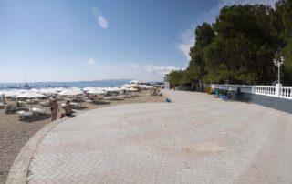 Галечный пляж Приморье