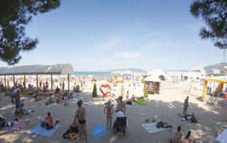 Городской песчаный пляж