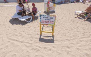 Центральный городской песчаный пляж Дельфин - стоимость лежаков и шезлонгов