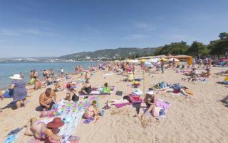 Центральный городской песчаный пляж Дельфин