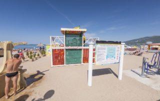 Центральный городской песчаный пляж Дельфин - спасательный пункт