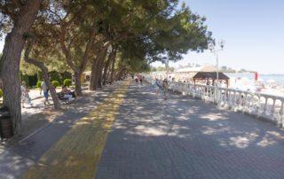 Центральный городской песчаный пляж Дельфин - велодорожка
