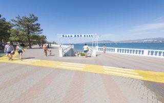 """Галечный пляж """"Нива"""" - вход и спортивная площадка"""