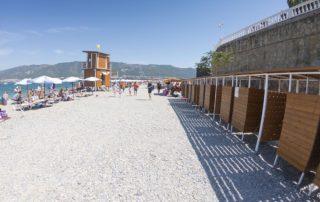 """Галечный пляж """"Нива"""" - кабинки для переодевания"""