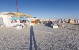 Тонкий мыс - оборудованный галечный пляж Торик - кафе